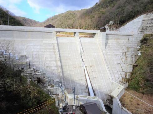庄原ダム 田んぼ見下ろす山間に完成、ダムカードも配布中