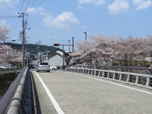 世羅 芦田川へと入る道(榎橋)