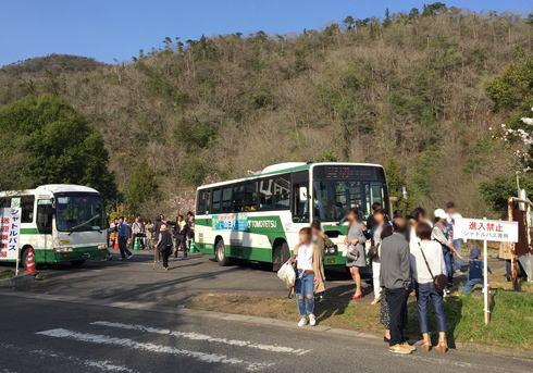 世羅 甲山ふれあいの里 混雑時はシャトルバス運行も