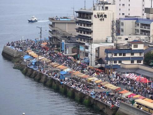 鞆の浦 花火大会、出店もズラリと並ぶ