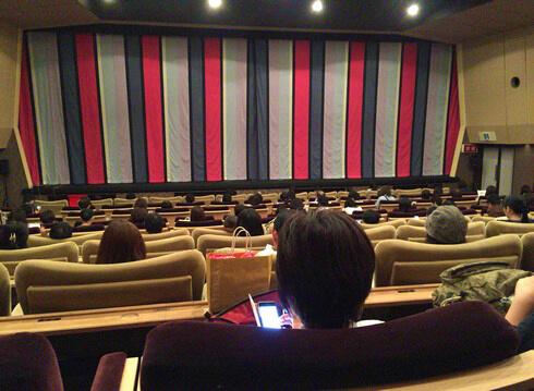 八丁座 ふかふかソファで極上時間、和モダンが素敵な広島の映画館