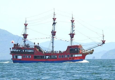 海賊船・海王、穏やかな瀬戸内海を渡って宮島へ