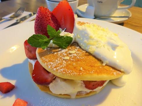 広島可部 エルクルーカフェ ホワイトチョコストロベリーパンケーキ