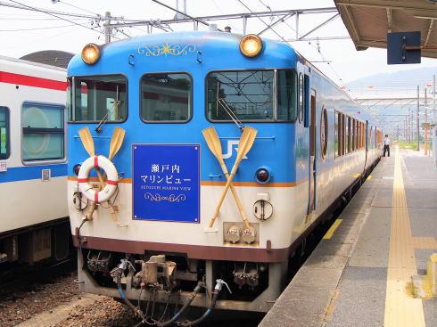 瀬戸内マリンビュー、船思わせる丸窓の観光列車が期間限定で福山まで延長