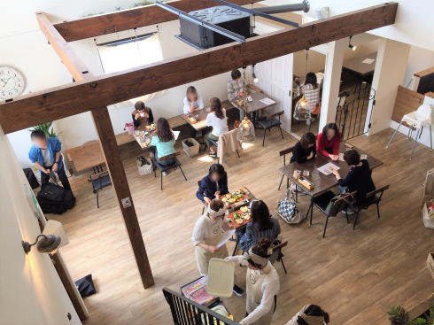 福山市 nijiiro喫茶。店内1階の写真