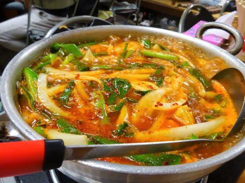 ヨッサンラーメン、福山で食べたい赤いホルモン鍋ラーメン