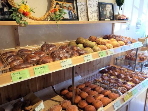 広島市南区 ボヌールケイ店内のパンたち3