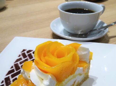 カフェコムサ 福屋広島駅前店 マンゴーローズのケーキ