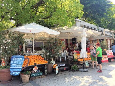 カフェ ポンテ、広島平和公園の入口を彩るカフェテラス