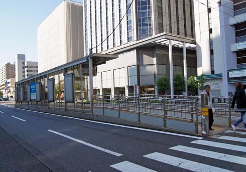 広島電鉄、路面電車の電停 新しく建て替え