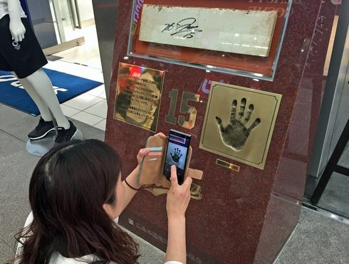 黒田投手の手形・石碑が広島本通りに
