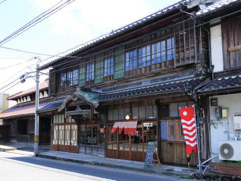北広島 つるや食堂(TSURUYA)、旅館を改装した雰囲気ある店舗は日替わりシェフで