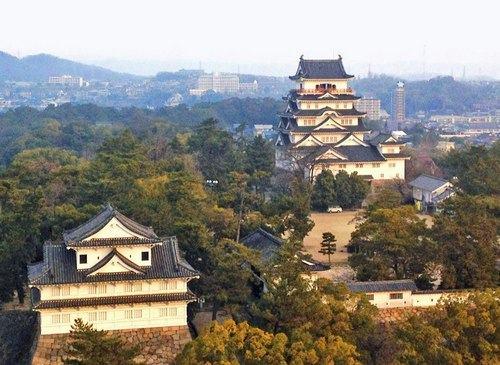 福山城の伏見櫓と天守閣