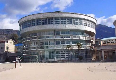呉市の片山中学校「円形校舎」とお別れイベント、マルシェ・映画上映も