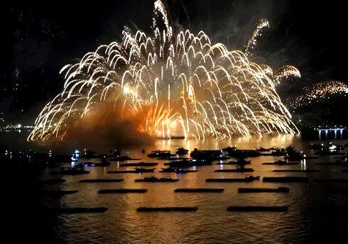 宮島の空に輝く夏の風物詩、宮島水中花火大会 2017