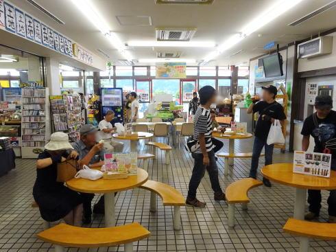 七塚原サービスエリア 下り線の店舗内