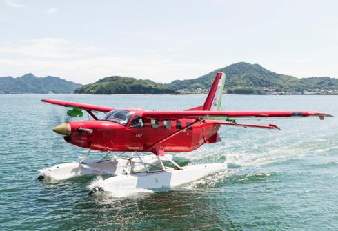 宮崎駿プロデュースの水陸両用機「ラーラロッサ」、尾道に舞う