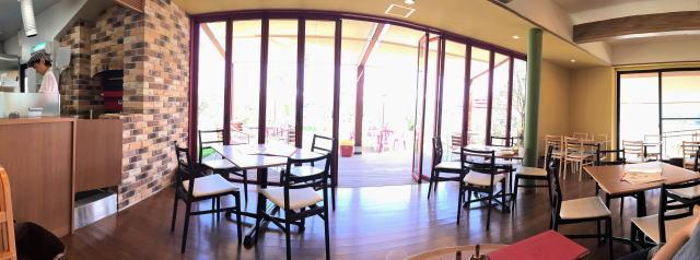 江田島オリーブファクトリー レストランの中の様子2