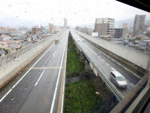 アストラムまつり スペシャルトレイン高速道路の上を通過