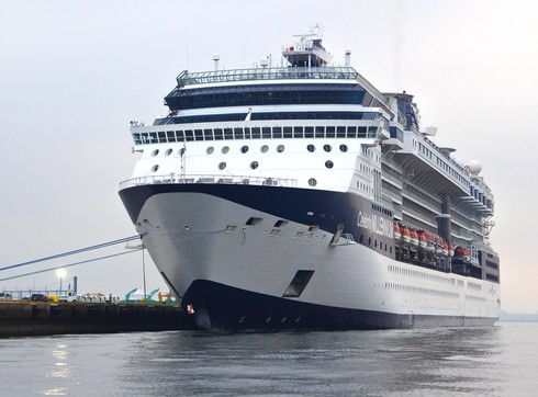 セレブリティミレニアム、広島・五日市港に大型セレブ客船が寄港