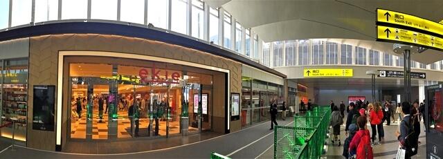 広島駅 エキエの場所は、改札正面