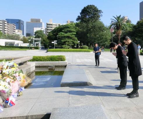 映画エルネスト 広島での献花