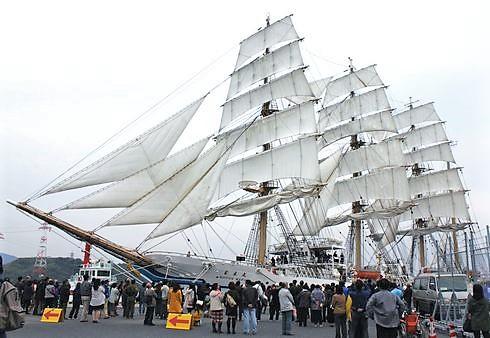 帆船フェスタ2017、太平洋の白鳥「日本丸」見学会からグルメまで!