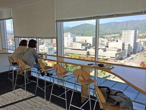 東広島市役所・展望ロビー食堂のカウンターでまったり