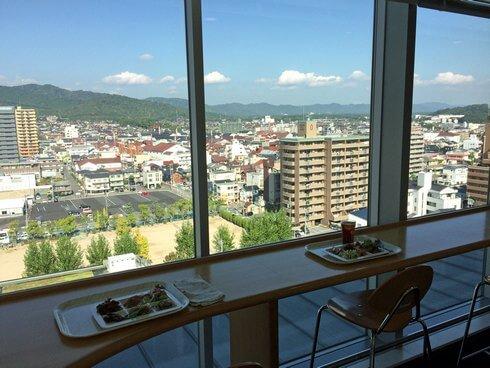 東広島市役所・展望ロビー食堂からの眺め2