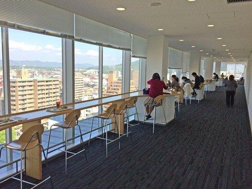 東広島市役所・展望ロビー食堂のカウンター席