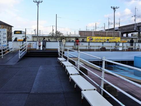 福山メモリアルパーク スケート場(アイスアリーナ)の半分はプール