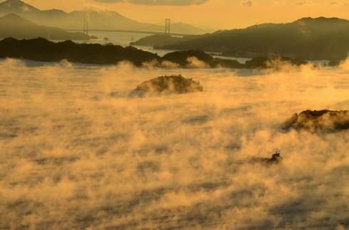 三原 筆影山で見られる希少絶景「海霧」