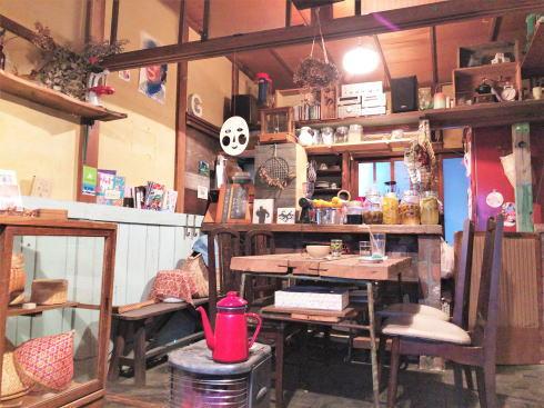 尾道 ゴロカフェバー(56cafe/bar)店内の様子