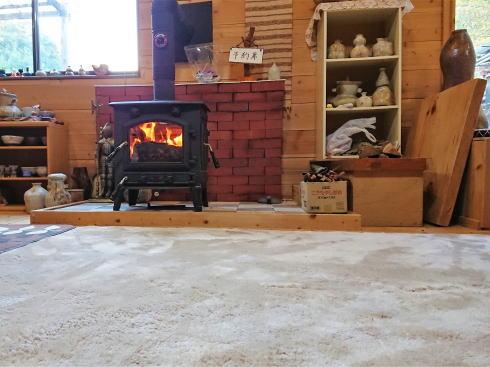 大崎上島のカフェ 珈琲 陶 店内に暖炉あり