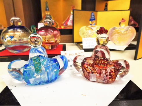 ガラスのひなまつり、ガラスの里でキラキラひな祭り