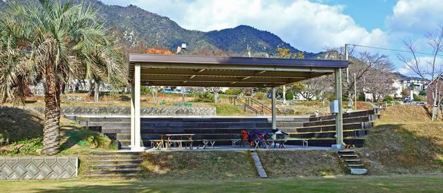 宮浜温泉グラウンドゴルフ場の野外ステージ