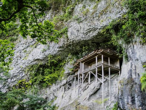 鳥取「三徳山投入堂」へ、登山ガイド付きの参拝