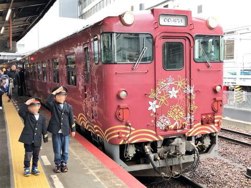 観光列車〇〇のはなし 広島で初公開に見学者大にぎわい