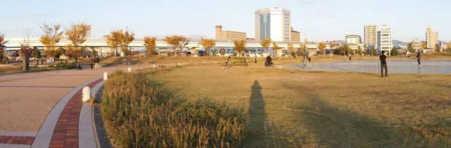 広島みなと公園の場所は、広島港向かい