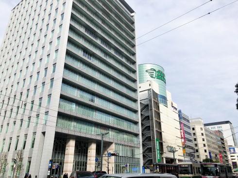 スタートラム広島は広島電鉄と日本生命の共同ビル、1Fに観光案内所も
