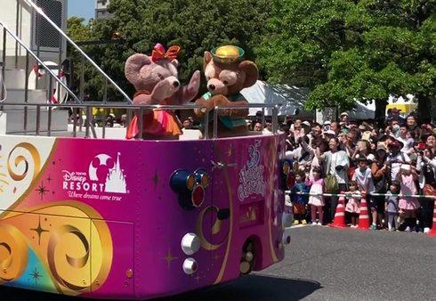 ダッフィーとシェリーメイ、広島でディズニーパレード