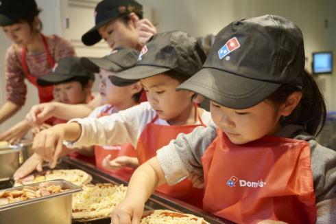 ピザ作り体験会「ピザアカデミーアワー」ドミノピザでGWも実施
