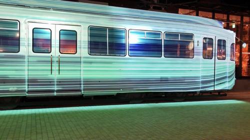ワープする路面電車!常設プロジェクションマッピングが「ジ アウトレット広島」に