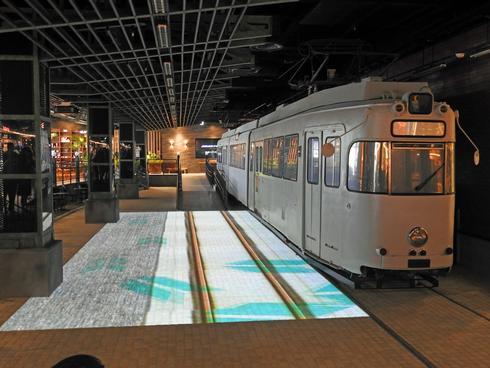 広電の路面電車にプロジェクションマッピング