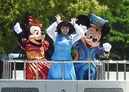 フラワーフェスティバルに、ディズニーパレードが参加!