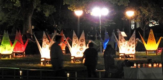 平和公園に折り鶴のオブジェ