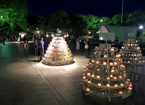 広島フラワーフェスティバル、原爆慰霊碑そばに花とキャンドル