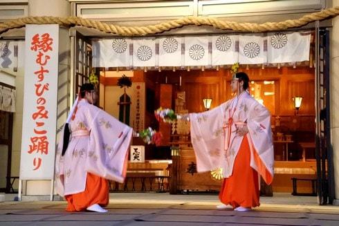 巫女踊り「万灯みたま祭」広島護国神社で夏の風物詩