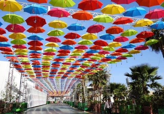 広島・マツダスタジアムが10周年記念 「傘まつり」&「紙花まつり」
