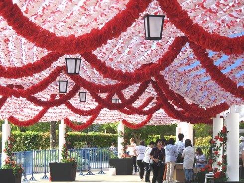 広島マツダスタジアムに、ポルトガルの「紙花まつり」再現